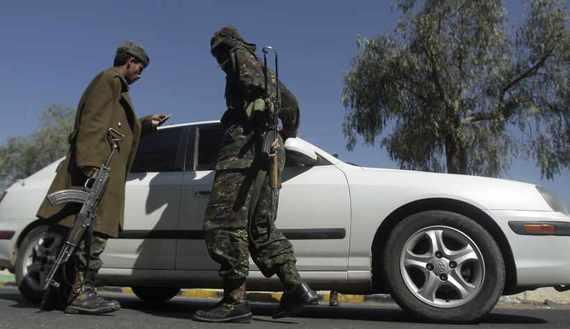 Yemeni tribal checkpoints take travelers off guard